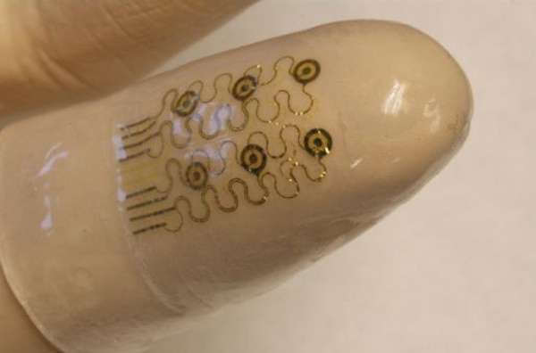 Flexible sensors with nanoparticles