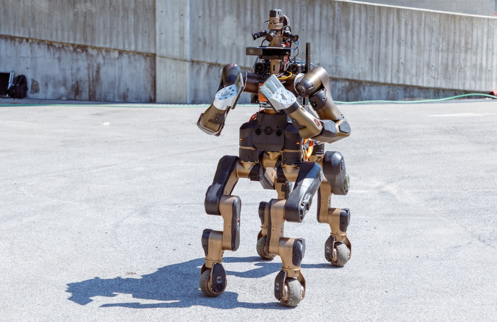 Centauro Is a New Four-Wheeled Legs Robot with Karate Chopping Hoofs