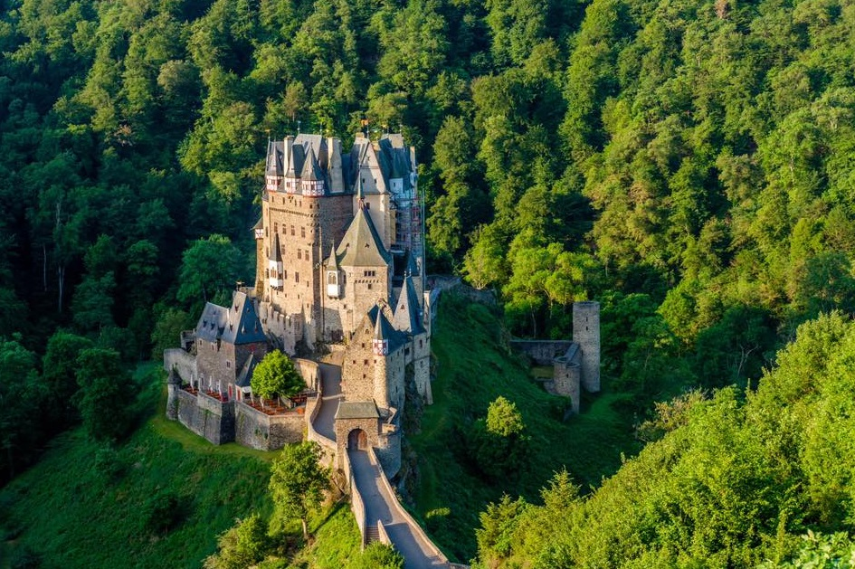 This atmospheric German castle is located in a rural, wooded dell; not too far from the winding river Rhine
