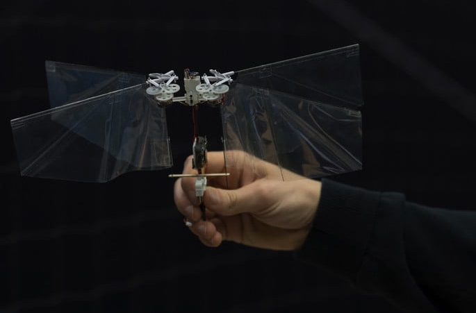 The robot can rapidly quicken from hover to fast forward flight