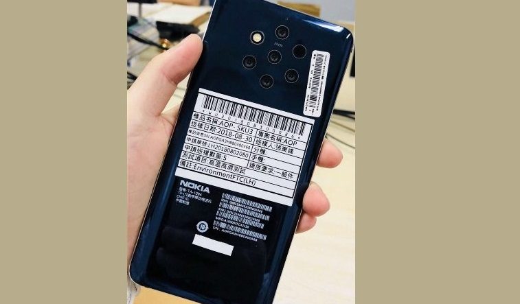 On the social media, it is appeared an image that is shown a smartphone with 5 cameras