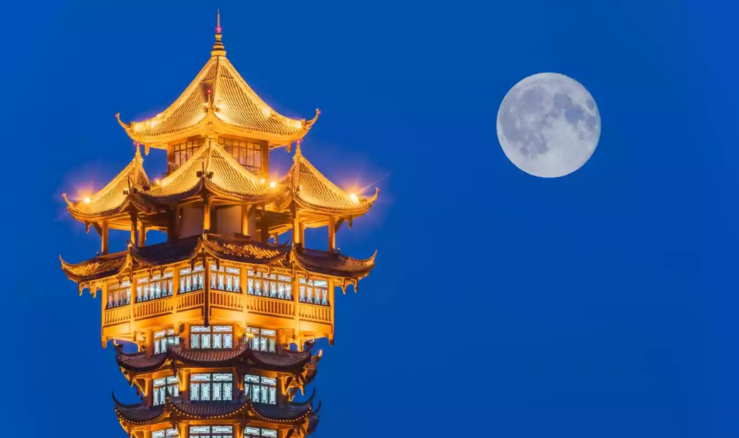 The artificial Moon will be eight times brighter and stronger than real Moon. It will be realized in 2020 in the southwestern city of Chengdu