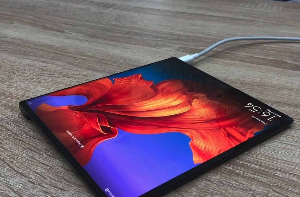 Huawei Mate X Foldable Phone Will Be Sold in June