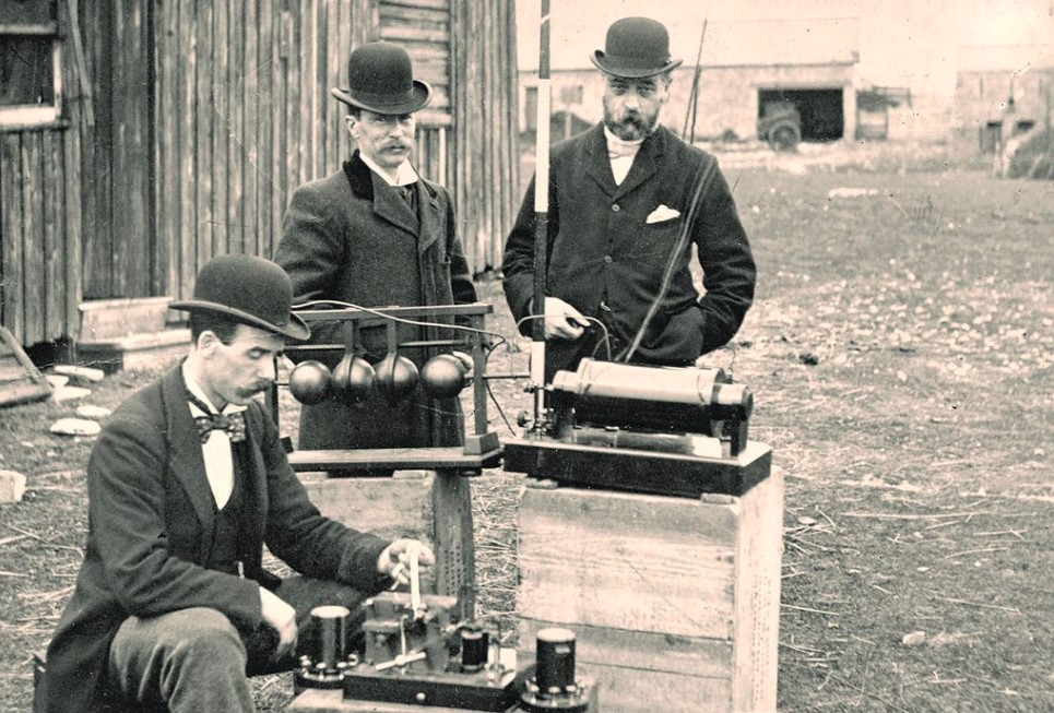 Who Really Invented The Radio? The First Radio Broadcast