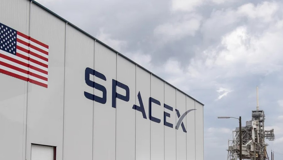 SpaceX Will Launch Its First Commercial Starship Mission in 2021