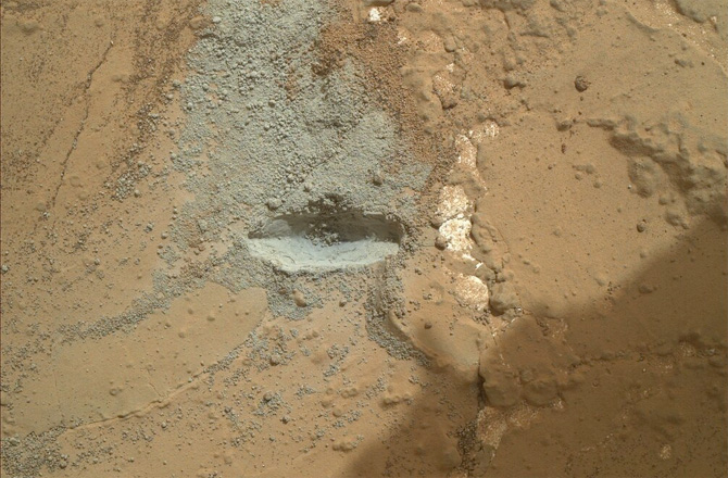 Curiosity drilling mars surface